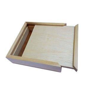 Caja de madera con tapa corrediza